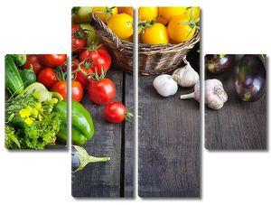 Разнообразные овощи на деревянном столе