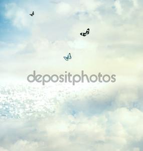 Три бабочки в небе