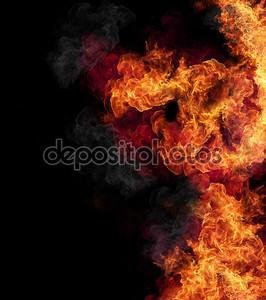 Пламя изолированное на черном фоне