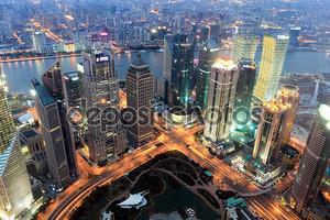 Финансовый центр Шанхая в сумерках