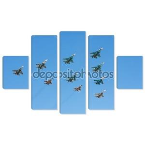 Группа военных самолетов истребителей и бомбардировщиков