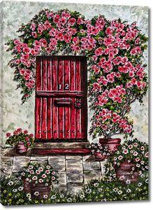 Цветущие лианы над дверью