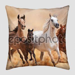 лошади в песчаная пыль