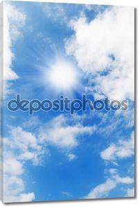 Красивое голубое небо и белые облака
