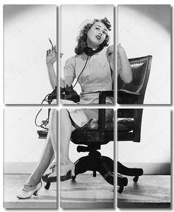 Медсестра, говорящая по телефону