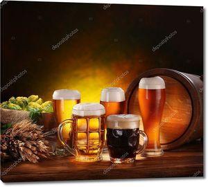 Натюрморт с бочкой пива и бокалами