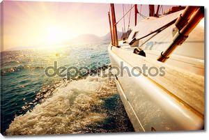 Яхта парусный против закат. Парусник. Яхты