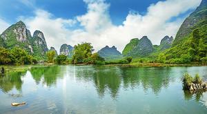 Изумрудное озеро в горах