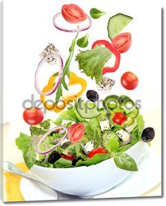 свежий салат с ингредиентами