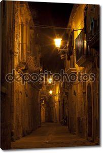 Сиракузы, Сицилия Ночная улица