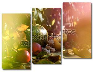 Тыква с фруктами и орехами