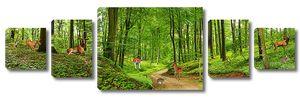 Олени в зелени леса