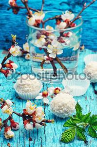 Весна и сладости