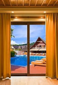 Отель и воды бассейн