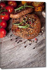 Стейки из говядины с перцем