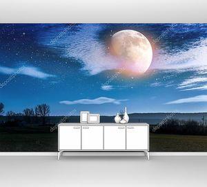 Облачный пейзаж сельской местности. Ночное небо и яркая луна .