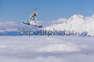 Человек со сноубордом