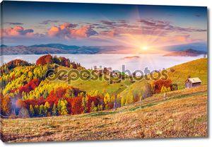Осенний рассвет в Карпатских горах