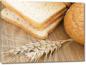 Натюрморт с хлебом и стебли пшеницы