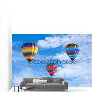 Красочные воздушные шары на голубое небо