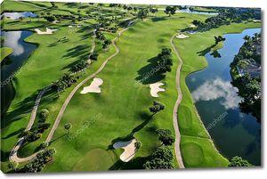 Вид с воздуха на красивое поле для гольфа во Флориде