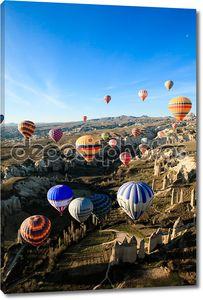 на воздушных шарах над долиной в Каппадокии, Турция