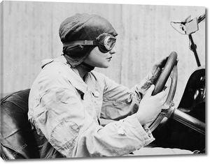 Портрет женщины автогонщика