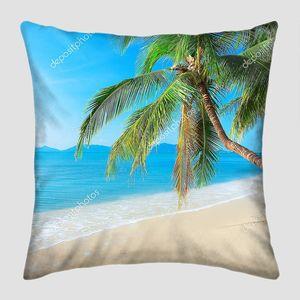 Пальмы  над пляжем