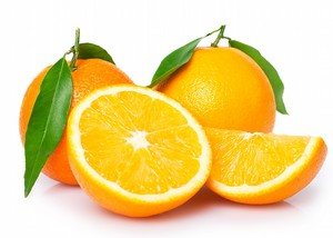 Сочные апельсины с листиками