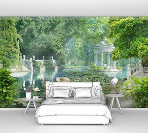 Озеро в парке с антикой