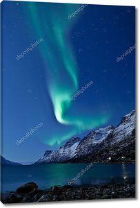 Северное сияние (Aurora Borealis) в небе