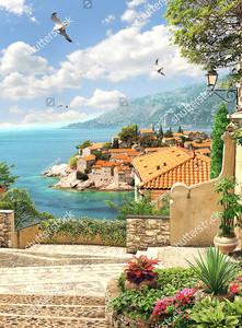 Вид на море и черепичные крыши
