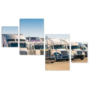 Универсальные грузовики на стоянке