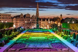 Город Брюссель от Monts des Arts в сумерках