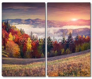 красочный Осенний рассвет в горах.