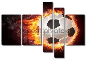 Футбольный мяч охвачен огнем