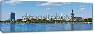 Панорама Риги через реку Даугава