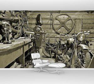Мотоциклы и инструменты в старом гараже