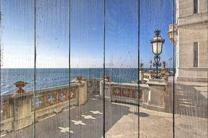 Балкон с видом на  средиземное море
