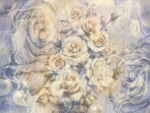 Розы на фиолетовом фоне с узорами