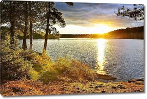 закат по озеру