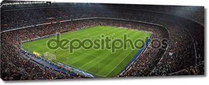 наблюдать за игрой на стадионе