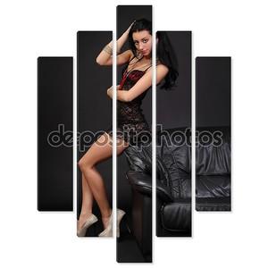 Тонкая и сексуальная девушка в белье