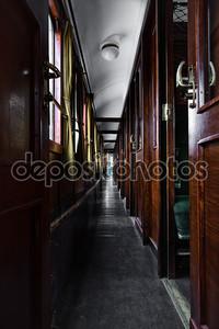 Старый интерьер вагона поезда