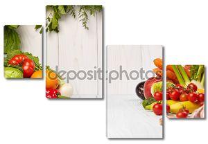 Свежие овощи и фрукты на белом фоне
