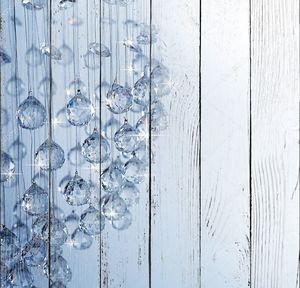 Стеклянные шары на голубом фоне