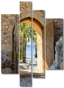 Старая деревянная арка