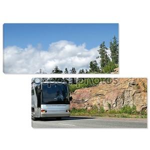 Туристический автобус на шоссе
