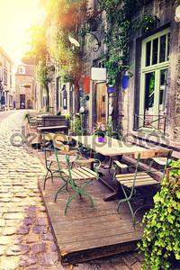 Террасе кафе в небольшом европейском городе