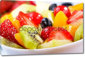 Салат с фруктами и ягодами